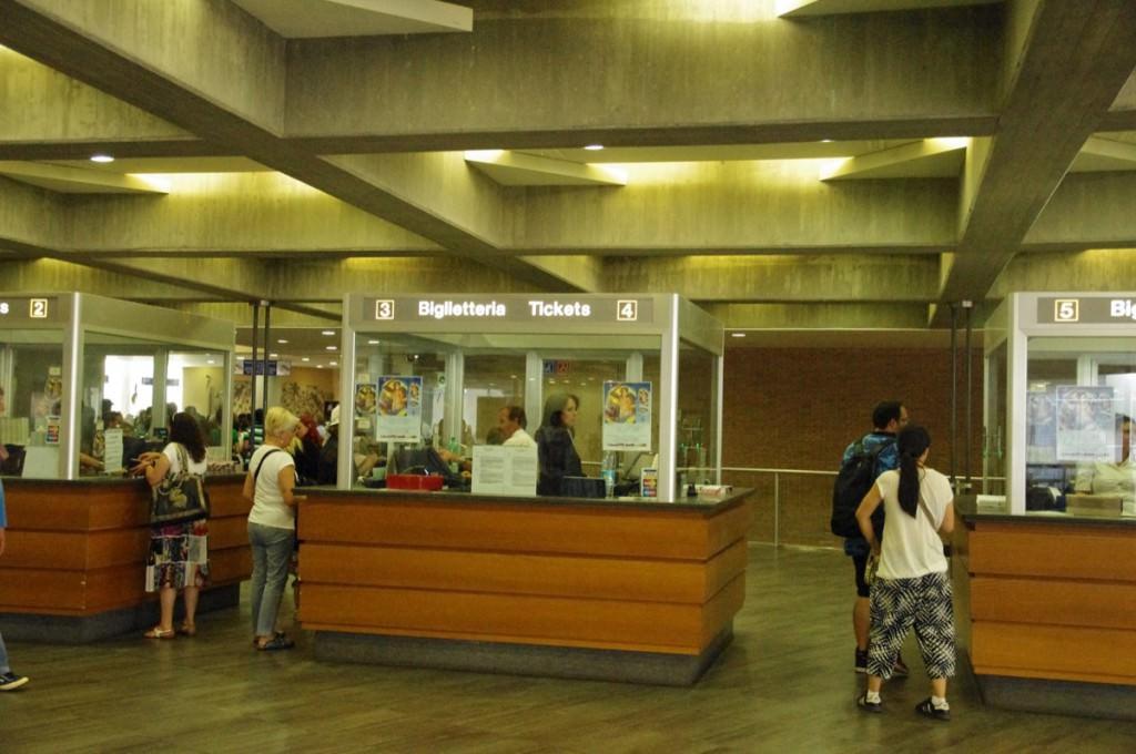 バチカン美術館 チケット交換 窓口